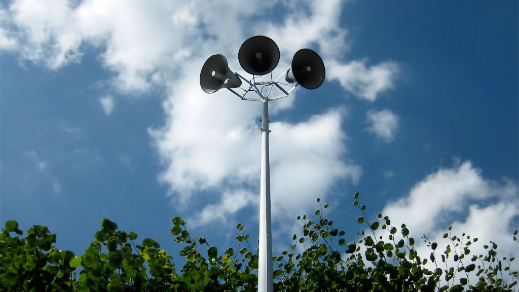 Ljouwert Lit Dy Hearre! Three 40W speakers in the top of the 24ft long pole